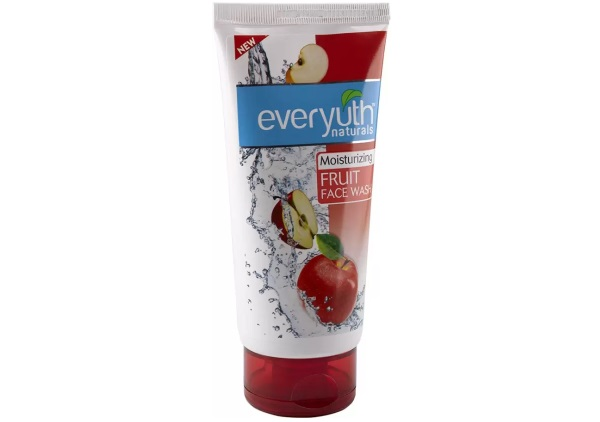 Everyuth Naturals Moisturizing Fruit Face Wash with Apple Extracts