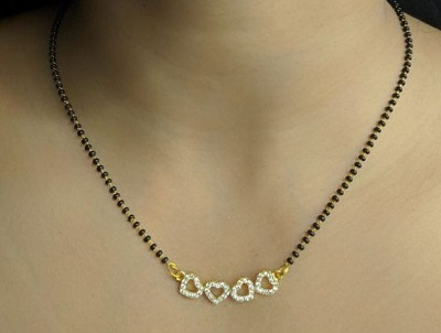 Mangalsutra locket with multiple heart shapes