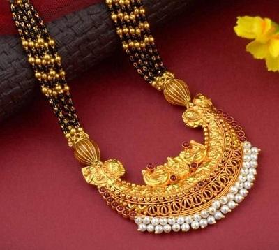 Semi circular Heavy Gold mangalsutra locket design